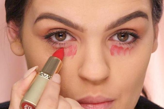 Έξυπνα beauty κόλπα που μπορείς να κάνεις εύκολα με ένα κόκκινο κραγιόν (video)
